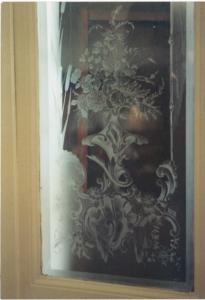 Glastüre sandgestrahlt und handgraviert