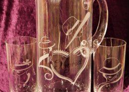 Wasser/Saft-Krug und Gläser