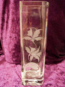 Blumenvase handgraviert